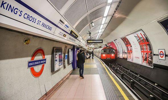 London - Anh: Tàu điện ngầm thu thập dữ liệu từ thiết bị cá nhân của các hành khách để xây dựng lịch trình cho các tuyến hành trình (7/8/2019)