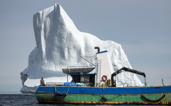 Canada làm nước tinh khiết từ những tảng băng trôi ở Bắc Cực (13/8/2019)