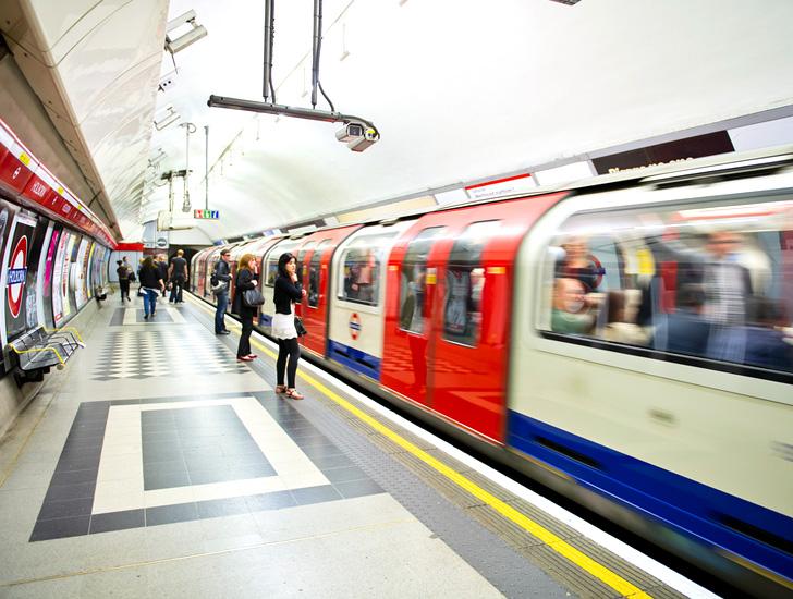 London - Anh: Tàu điện ngầm thu thập dữ liệu từ thiết bị cá nhân của các hành khách để xây dựng lịch trình cho các tuyến tàu điện ngầm (5/8/2019)