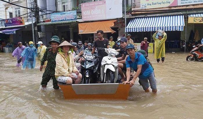 THỜI SỰ 6H SÁNG 10/8/2019: Phú Quốc sơ tán 2.000 người dân đến nơi an toàn. Ban chỉ đạo Trung ương về phòng chống thiên tai yêu cầu tỉnh Kiên Giang triển khai các biện pháp đảm bảo an toàn cho người dân, khách du lịch trên đảo.