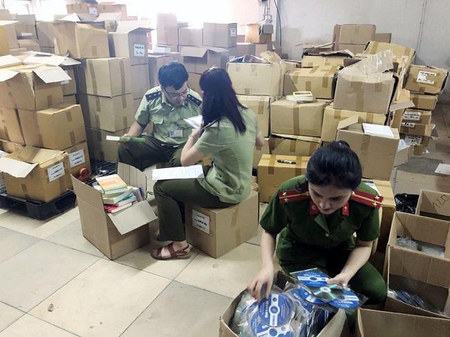 Hà Nội phát hiện thu giữ 100.000 cuốn sách in lậu (23/8/2019)