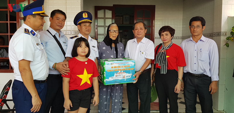 Cảnh sát biển Việt Nam đồng hành cùng ngư dân huyện đảo Phú Qúy, Bình Thuận (23/8/2019)