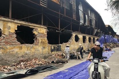 Xử lý ô nhiễm môi trường sau vụ cháy tại Công ty Cổ phần Bóng đèn Phích nước Rạng Đông - Người dân Hạ Đình vẫn chưa vơi lo lắng! (13/9/2019)