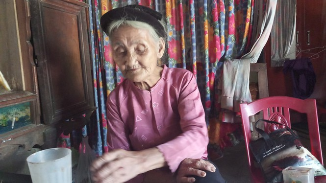Cụ bà 83 tuổi xin thoát nghèo và bài học về lòng tự trọng (30/9/2019)