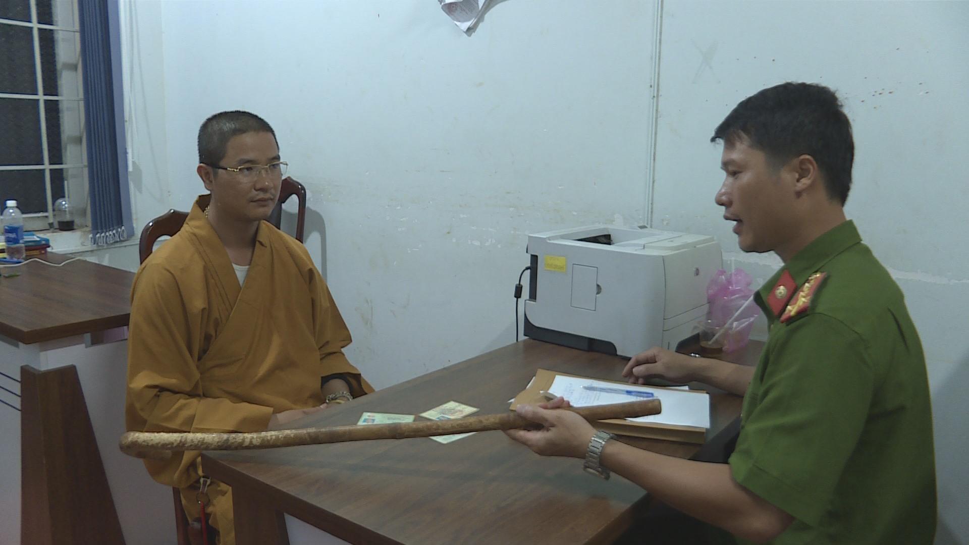 Sự việc sư thầy Lê Văn Thành ở Đắk Lắk dùng gậy đập vỡ kính ô tô đặt nhiều dấu hỏi về tính từ bi, bác ái của một số thầy tu và văn hóa giao thông ở Việt Nam (11/9/2019)