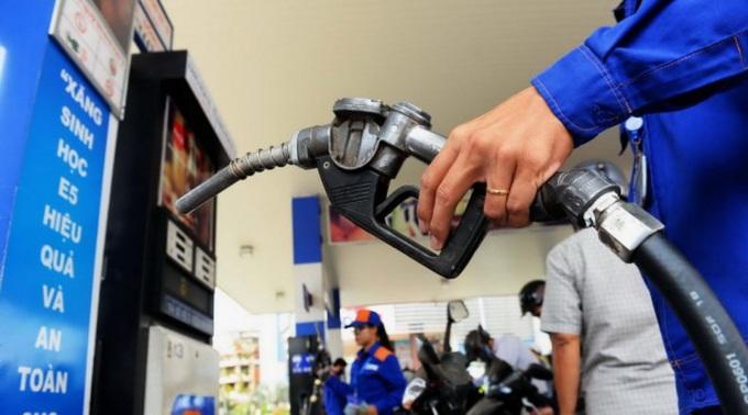 THỜI SỰ 18H CHIỀU 16/9/2019: Xăng dầu giảm giá khoảng 100 đồng một lít từ 15 giờ chiều nay.