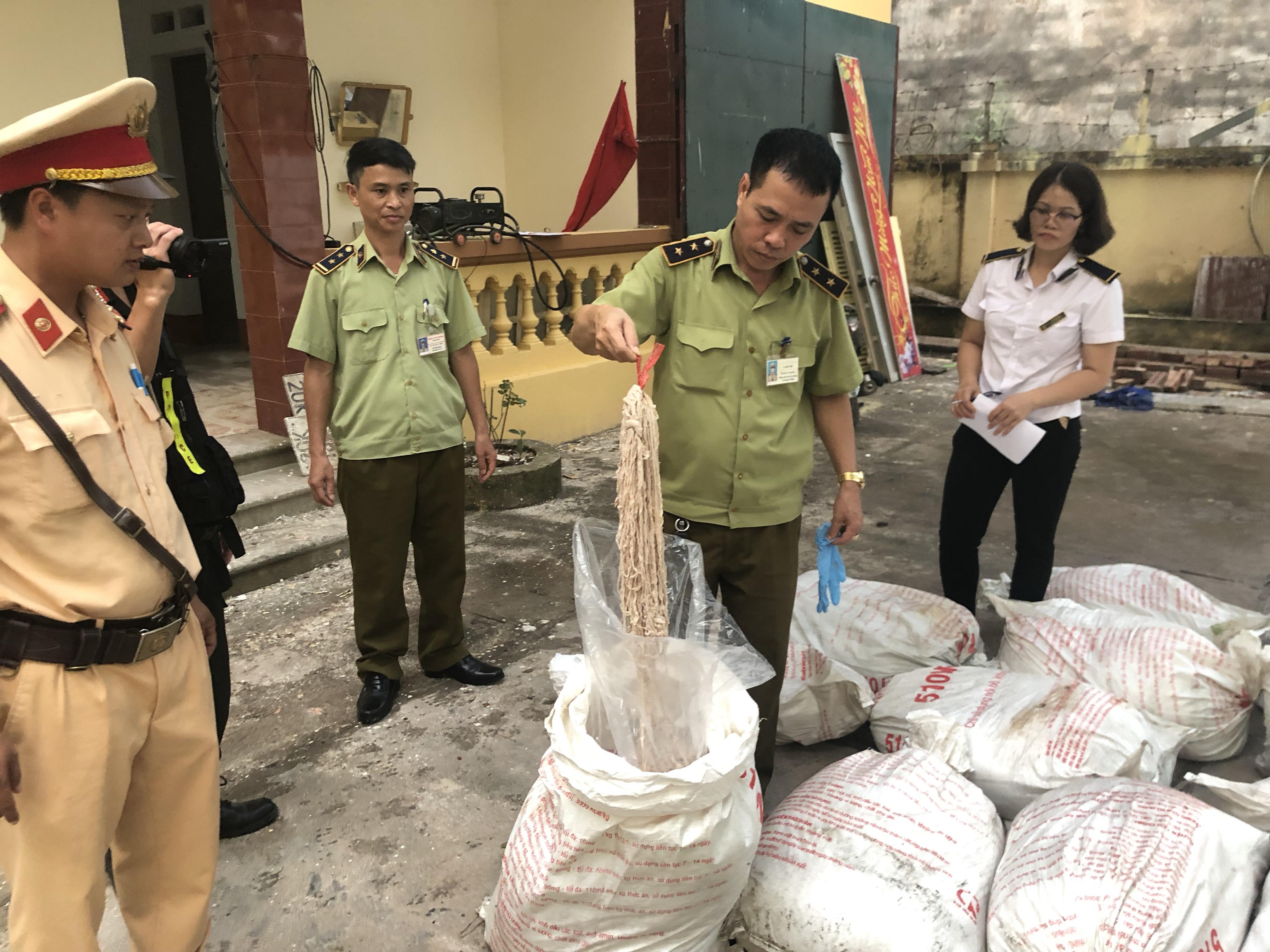 Lạng Sơn: Thu giữ số lượng lớn lòng lợn đã qua chế biến, không rõ nguồn gốc xuất xứ (20/9/2019)