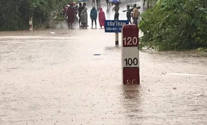 THỜI SỰ 12H TRƯA 4/9/2019: Do ảnh hưởng của áp thấp nhiệt đới, các tỉnh miền Trung có mưa to đến rất to, gây ngập lụt chia cắt nhiều địa bàn.