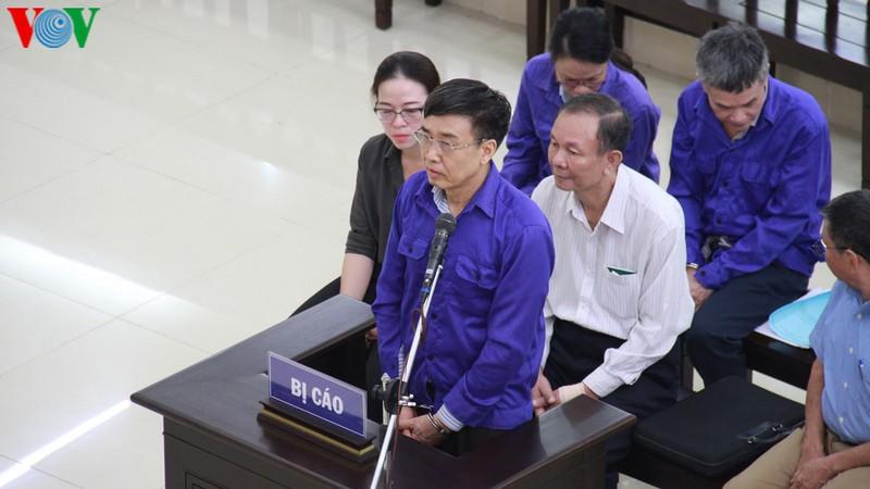 THỜI SỰ 18H CHIỀU NGÀY 18/9/2019: Tòa án nhân dân Thành phố Hà Nội xét xử nguyên lãnh đạo Bảo hiểm xã hội Việt Nam vì cho vay trái quy định, gây thiệt hại gần 1.700 tỷ đồng.