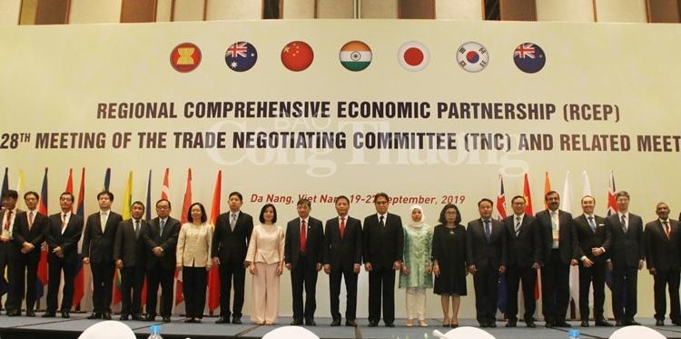 THỜI SỰ 12H TRƯA 23/9/2019: Khai mạc phiên đàm phán Hiệp định đối tác kinh tế toàn diện khu vực (RCEP) lần thứ 28 tại Đà Nẵng, với mục tiêu hình thành quan hệ đối tác toàn diện giữa khối ASEAN với các đối tác.