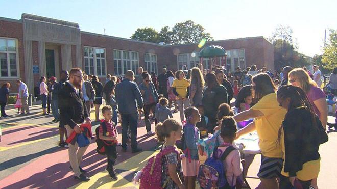 Massachusetts - Mỹ: học sinh mẫu giáo nhận 50 USD trong ngày đầu đi học (18/9/2019)