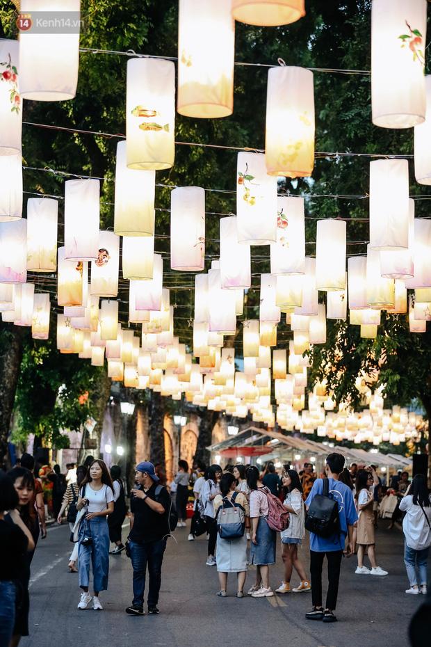 Rực rỡ Tết Trung Thu truyền thống trên phố bích hoạ Phùng Hưng của thủ đô Hà Nội (9/9/2019)