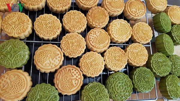 Bánh Trung thu: Bánh nội thiếu kiểm soát, bánh ngoại nhập lậu tràn lan (3/9/2019)