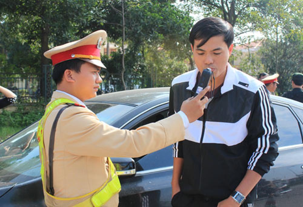 Xử phạt nặng với người có nồng độ cồn khi điều khiển phương tiện giao thông – Thực hiện quyết liệt để thay đổi nhận thức (13/1/2020)