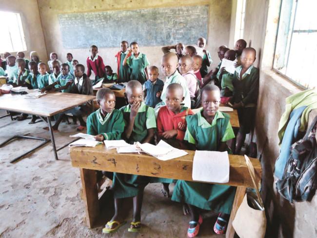 Kenya: Vòng đeo tay thông minh giúp học sinh quản lý bữa trưa dinh dưỡng (2/1/2020)