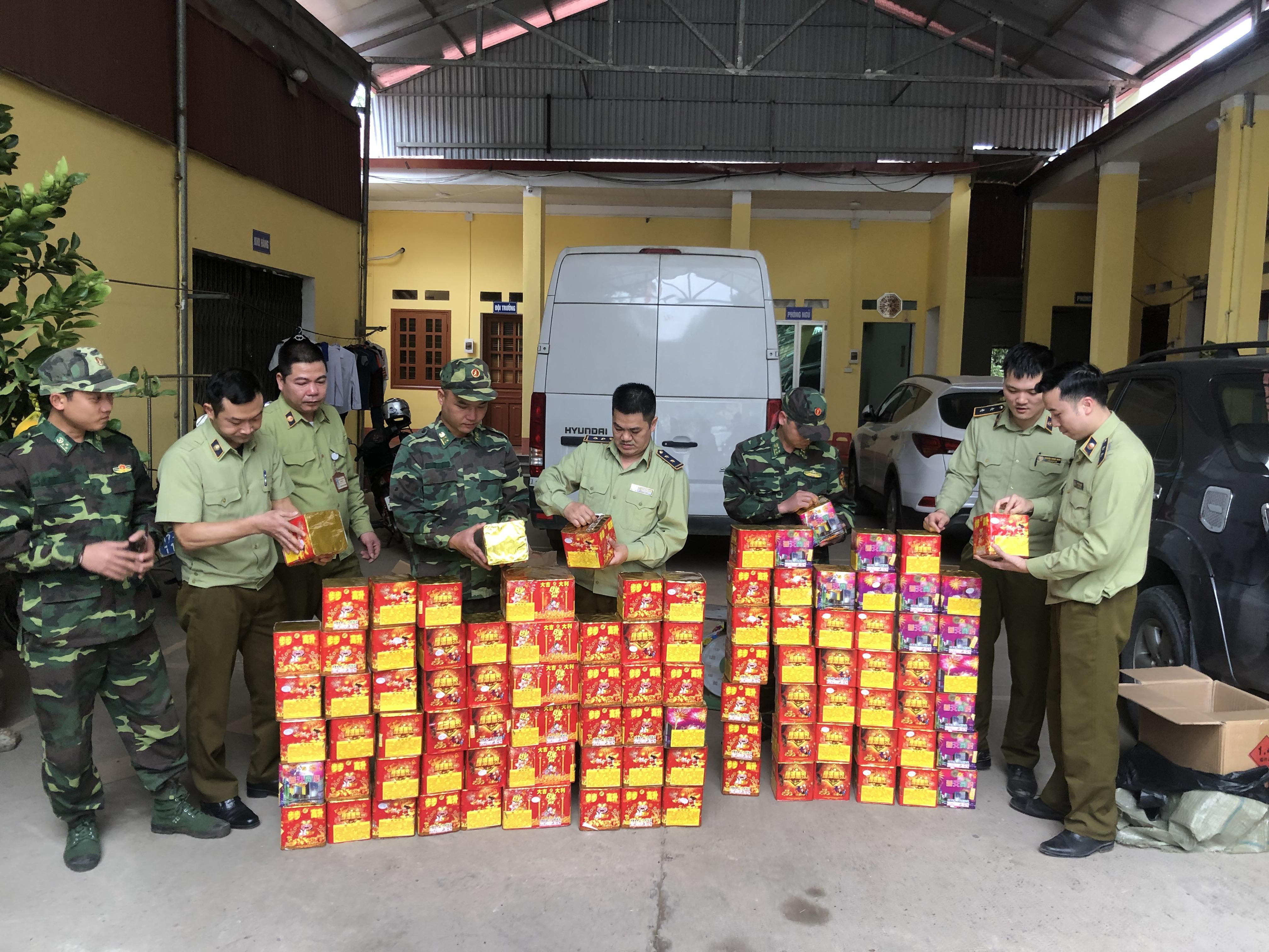 Quản lý thị trường Lạng Sơn: Ngăn chặn kịp thời lượng pháo nổ đang trên đường vận chuyển về nội địa (9/1/2020)