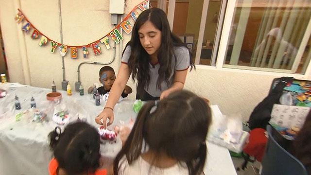 Tiệc sinh nhật ấm áp cho trẻ em vô gia cư ở Mỹ (13/1/2020)