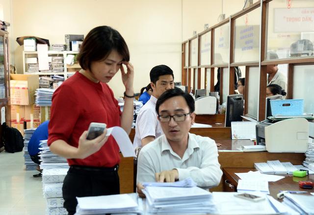 THỜI SỰ 12H TRƯA 30/1/2020: Ngày làm việc đầu năm mới ở TP HCM và Hà Nội: Công chức, viên chức đến đúng giờ, giải quyết ngay hồ sơ, thủ tục cho dân và doanh nghiệp.