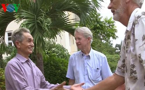 """Cựu binh Mỹ Chuck Searcy và hành trình """"hàn gắn vết thương chiến tranh ở Việt Nam"""" (28/1/2020)"""