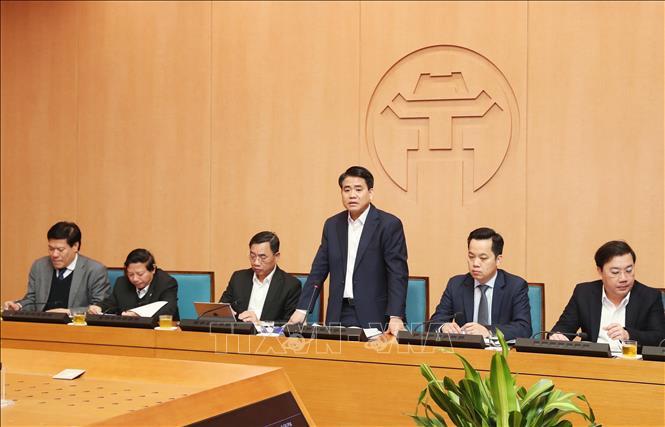 Chủ tịch UBND Hà Nội Nguyễn Đức Chung yêu cầu ngành y tế chuẩn bị số lượng khẩu trang dự phòng, tính đến khả năng phát miễn phí cho người dân khi cần thiết (31/1/2020)