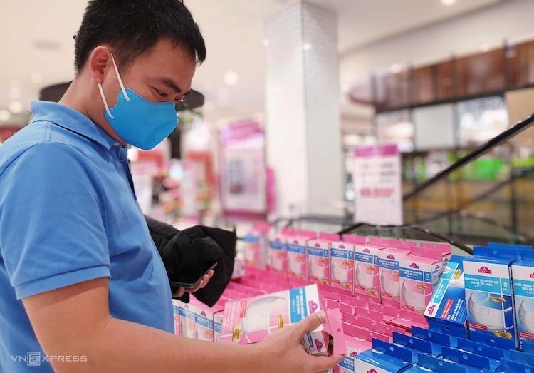 Thành phố Hồ Chí Minh sôi động thị trường khẩu trang cao cấp để chống dịch Corona (29/1/2020)