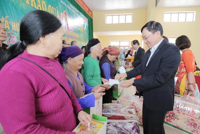 Chăm lo Tết cho người nghèo: Từ trách nhiệm trở thành văn hóa Việt (13/1/2020)
