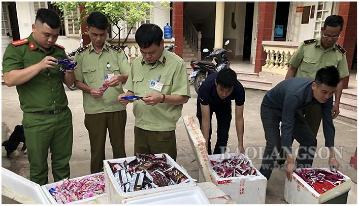 Quản lý thị trường Lạng Sơn: Phát hiện lượng lớn thực phẩm phục vụ Tết nhập lậu đang trên đường tiêu thụ (10/1/2020)