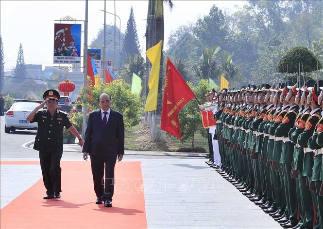 THỜI SỰ 12H TRƯA 19/1/2020: Thủ tướng Nguyễn Xuân Phúc kiểm tra công tác sẵn sàng chiến đấu và chúc Tết các cán bộ chiến sỹ Trường Sĩ quan Lục quân 2 tại tỉnh Đồng Nai.