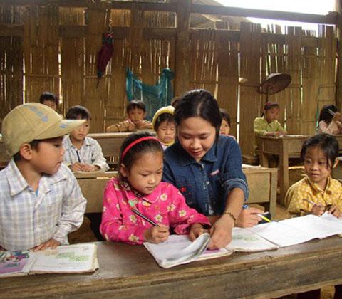 Chăm lo Tết cho giáo viên có hoàn cảnh khó khăn (17/1/2020)