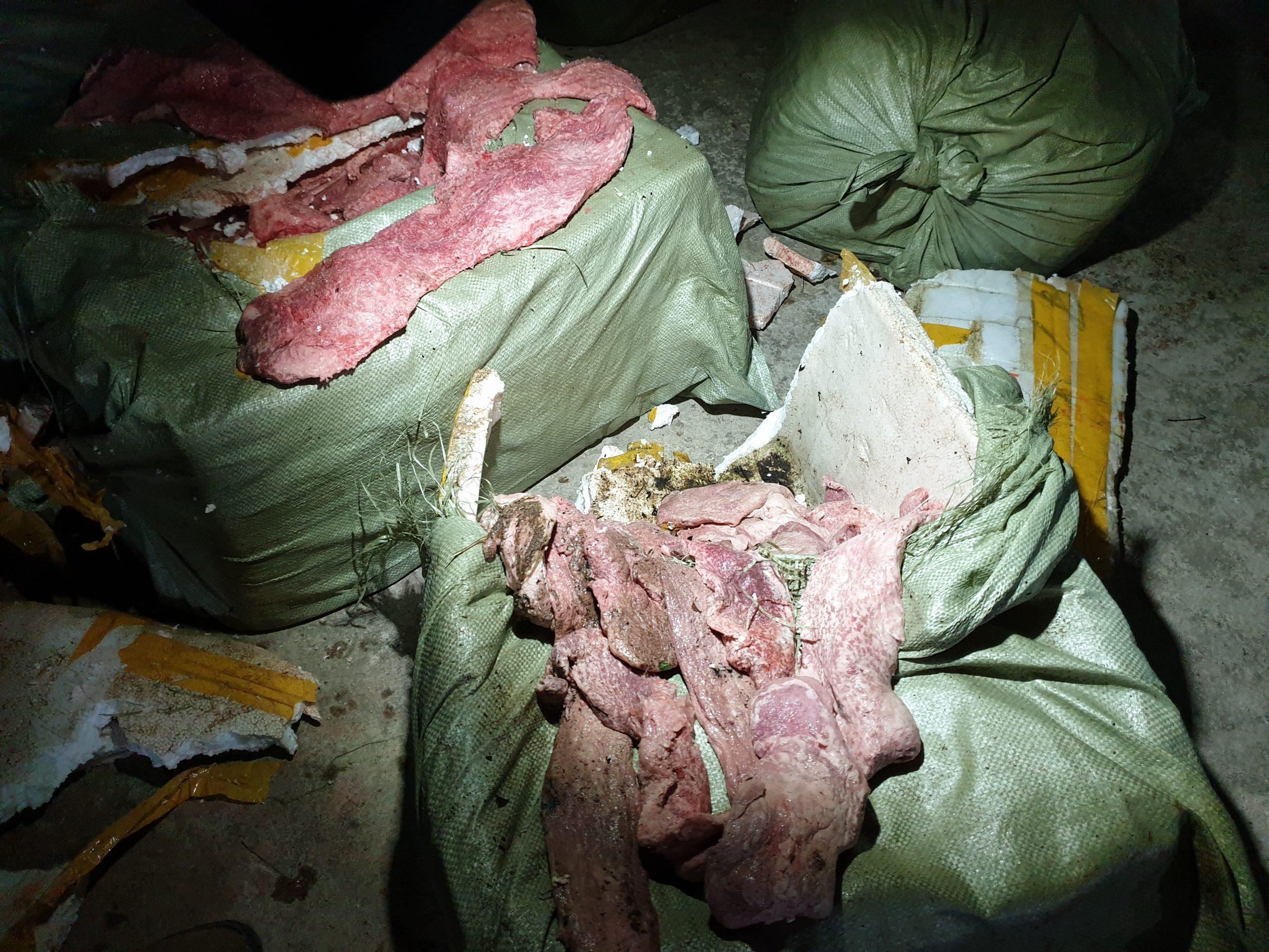 Lạng Sơn bắt giữ 400kg nầm lợn đã bốc mùi hôi thối, không đảm bảo vệ sinh thú y (21/1/2020)