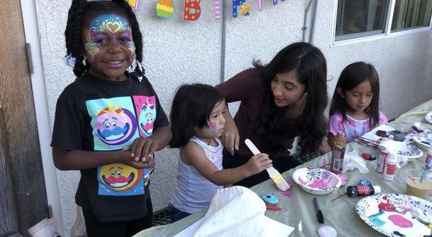 Cô bé 17 tuổi ở Mỹ tổ chức các buổi tiệc mừng sinh nhật cho trẻ vô gia cư (20/1/2020)