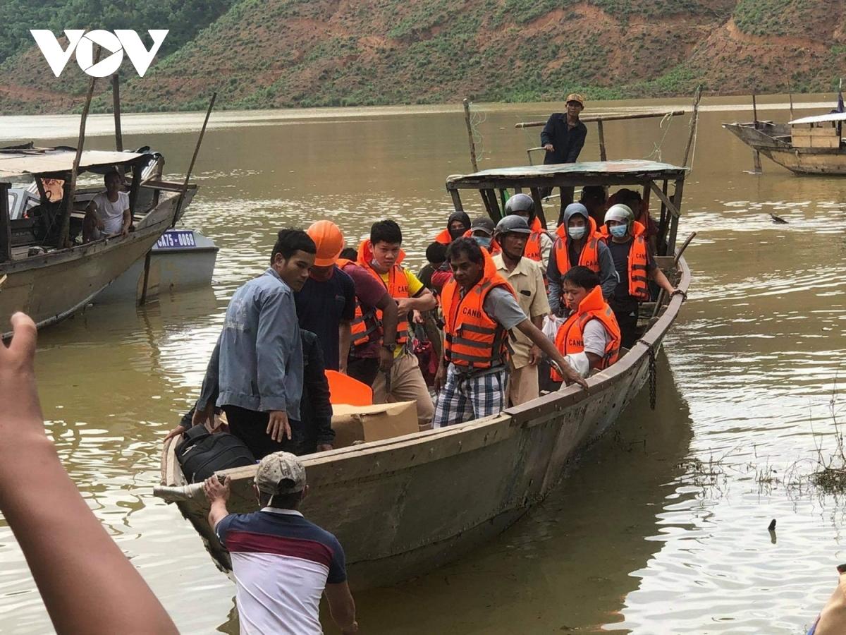 THỜI SỰ 18H CHIỀU 14/10/2020: 19 người mắc kẹt tại nhà máy Thủy điện Rào Trăng 4, Thừa Thiên Huế, được giải cứu. Thi thể nạn nhân đầu tiên của vụ sạt lở tại Rào Trăng 3 đã được đưa ra ngoài