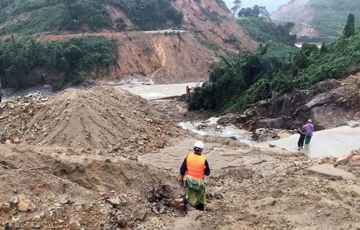 Liên tiếp sạt lở đất do mưa lũ gây hậu quả nghiêm trọng: Liệu có giải pháp phòng tránh hiệu quả? (30/10/2020)
