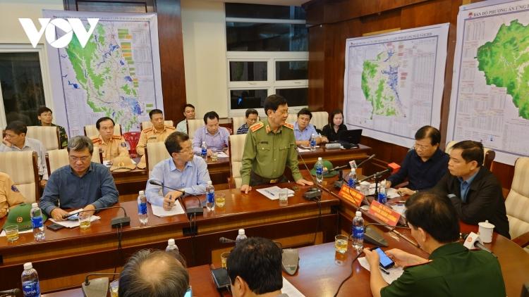 Phó Thủ tướng Trịnh Đình Dũng: Tranh thủ từng giờ sơ tán dân, tìm kiếm 2 tàu mất tích (28/10/2020)