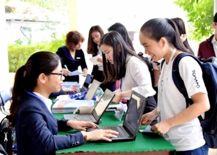 Tư vấn các ngành nghề doanh nghiệp tuyển dụng ngay từ đầu vào ở các trường (14/2/2020)