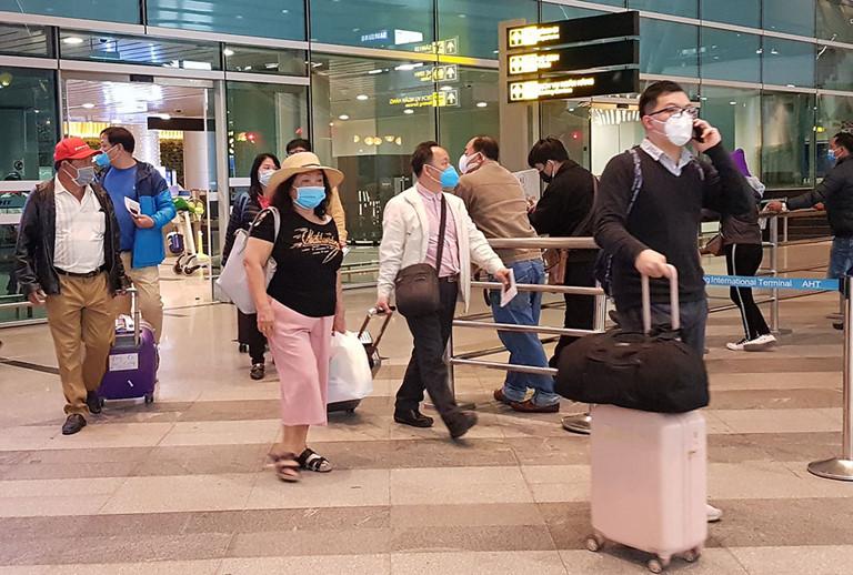 Hành khách từ các vùng dịch của Hàn Quốc đến Việt Nam được yêu cầu cách ly 14 ngày (24/2/2020)