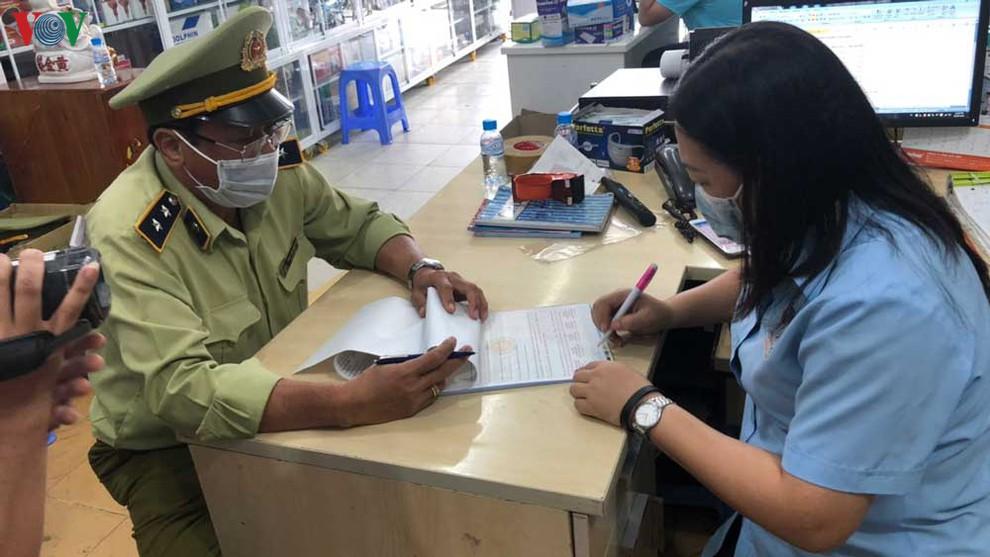 Nhiều địa phương xử phạt cơ sở kinh doanh khẩu trang y tế không niêm yết giá (14/2/2020)