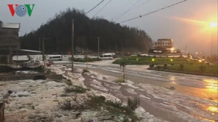 THỜI SỰ 18H CHIỀU 3/3/2020: Mưa đá và dông sét gây nhiều thiệt hại tại các tỉnh miền núi phía Bắc. Mưa lớn tại Hà Nội cũng khiến nhiều khu vực bị ngập.