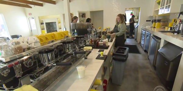Quán café dành cho trẻ mồ côi ở bang Texas, Mỹ (17/3/2020)