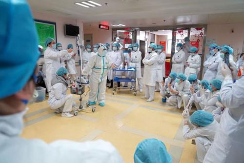 Nguy cơ đội ngũ y tế bị nhiễm chéo - Cần bảo vệ những người nơi tuyến đầu chống dịch (25/3/2020)