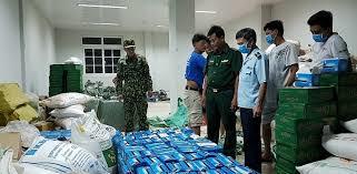 """""""Nóng"""" tình trạng thẩm lậu khẩu trang y tế qua biên giới Tây Nam (31/3/2020)"""