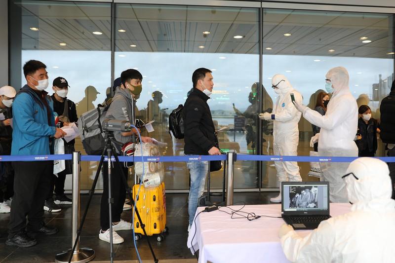 THỜI SỰ 12H TRƯA 5/3/2020: Đã xác minh được danh tính 5 hành khách trên chuyến bay có người Nhật nhiễm COVID-19.