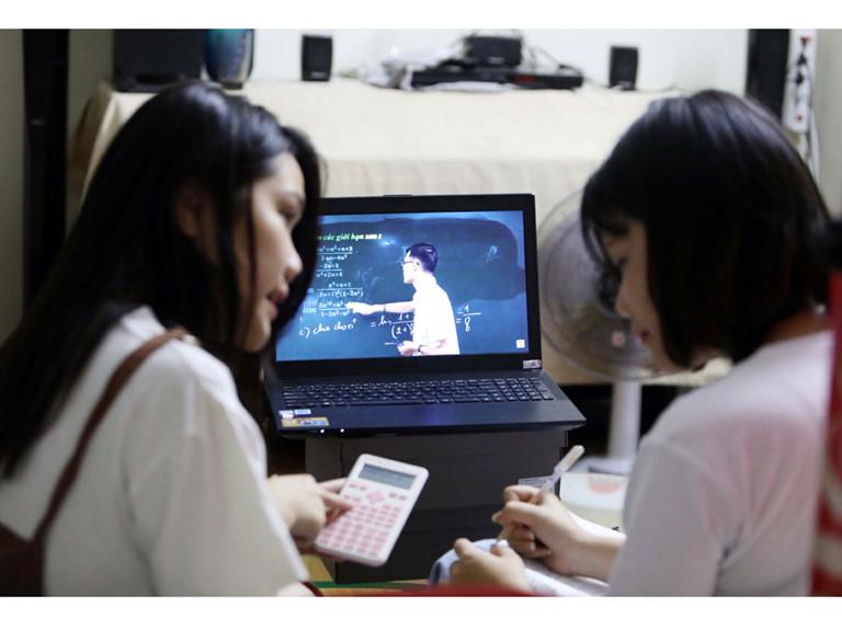 Học online, học qua truyền hình mùa dịch Covid-19: Lớp học không khoảng cách (13/3/2020)