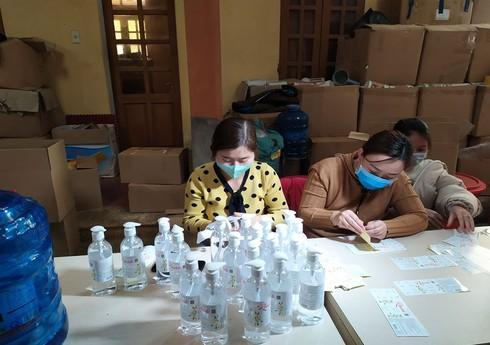 Bắc Giang: Xử phạt 160 triệu đồng cơ sở sản xuất nước rửa tay khô chưa được cấp giấy công bố sản phẩm đủ tiêu chuẩn (12/3/2020)