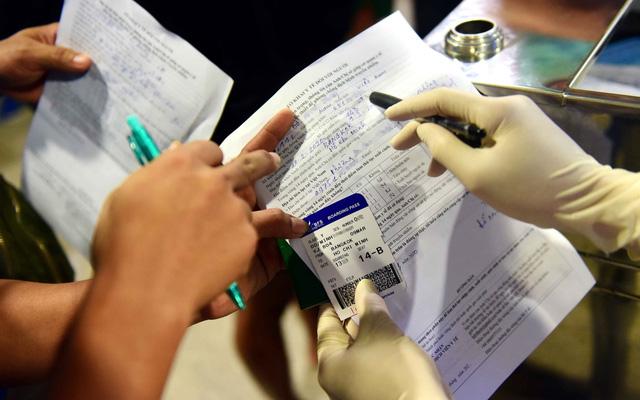 Bảo hiểm y tế cho người nhiễm Covid-19 và việc xử lý khai báo gian dối về dịch bệnh (26/3/2020)