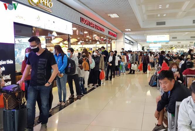 THỜI SỰ 18H CHIỀU 18/3/2020: Hôm nay, hàng nghìn hành khách các chuyến bay quốc tế đến sân bay Nội Bài (Hà Nội) được lấy mẫu xét nghiệm ca bệnh