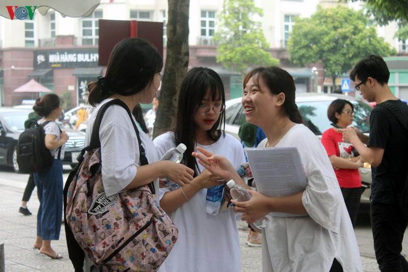 Kỳ thi tuyển sinh vào lớp 10 Hà Nội năm học 2020-2021: Băn khoăn giữ hay giảm môn thi thứ 4 (27/3/2020)
