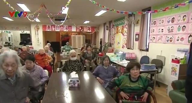 Nhật bản hướng dẫn người cao tuổi tập thể dục trong nhà thông qua Youtube (23/3/2020)