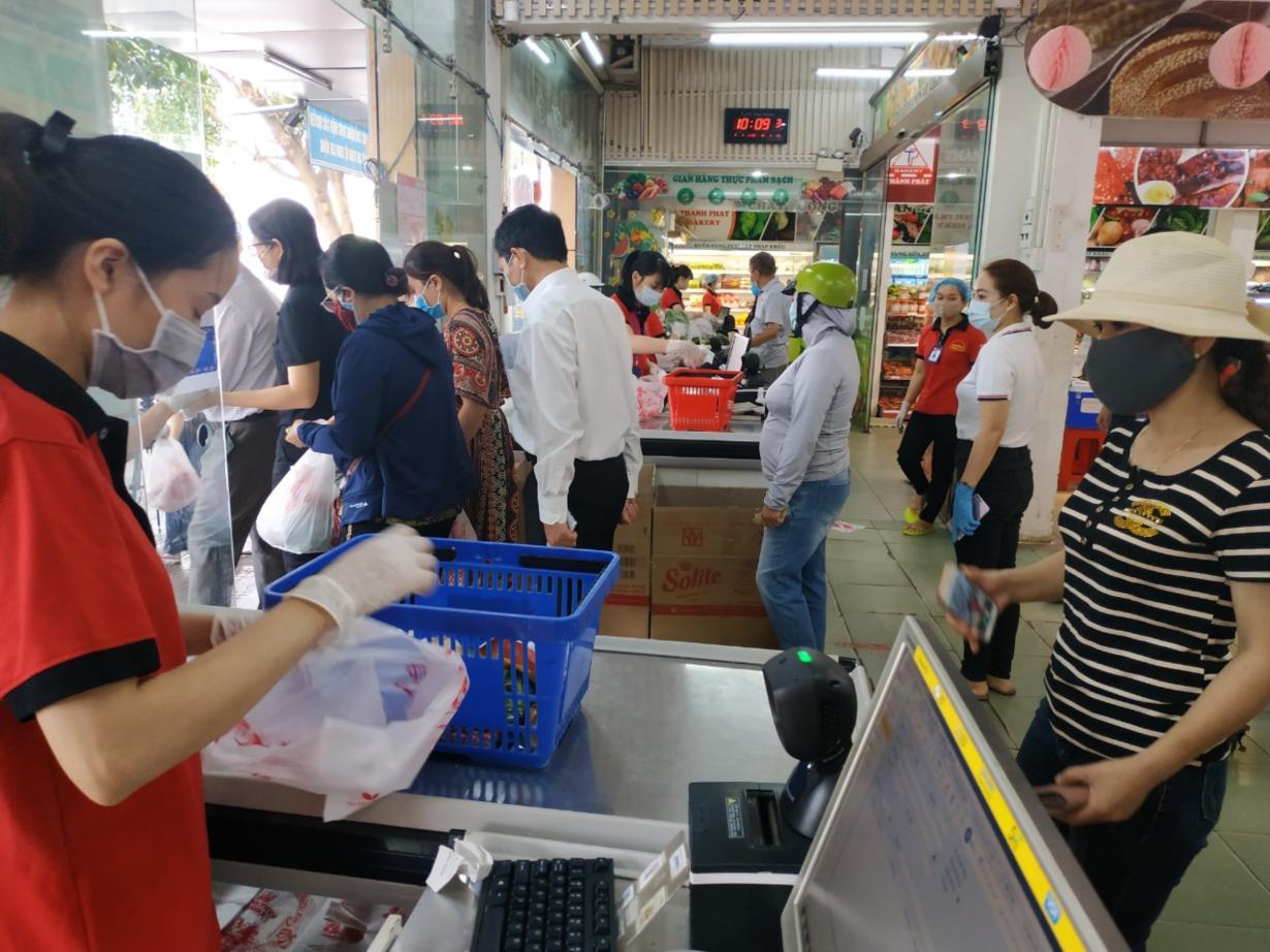 Đắk Lắk: Tâm lý chủ quan, phố phường đông đúc, cửa hàng, quán  mở cửa trở lại (9/4/2020)
