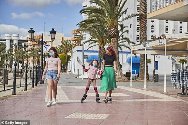 Món quà quý giá dành cho trẻ em Tây Ban Nha trong dịch bệnh Covid-19 (29/4/2020)